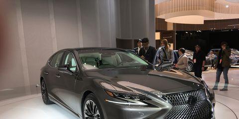 Automotive design, Vehicle, Event, Land vehicle, Car, Personal luxury car, Grille, Auto show, Mid-size car, Exhibition,