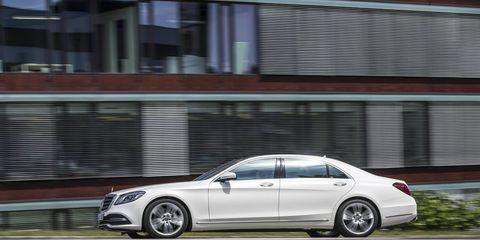 Land vehicle, Vehicle, Car, Luxury vehicle, Personal luxury car, Sedan, Mercedes-benz, Automotive design, Mid-size car, Rim,
