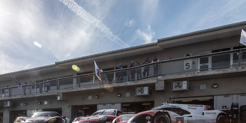 Vehicle, Car, Supercar, Race car, Sports car, Maserati mc12, Performance car, Asphalt, Building, Porsche,