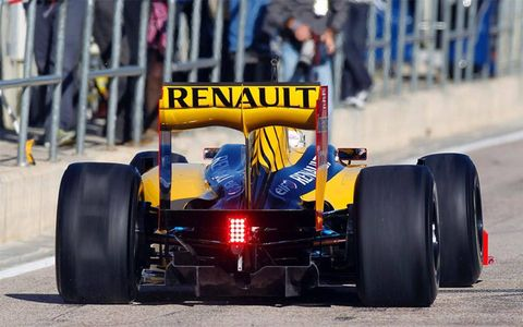 The Renault F1 livery channels its past.