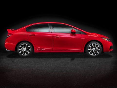 The 2014 Honda Civic Si Navi Sedan feels lighter on its feet when you toss it around.