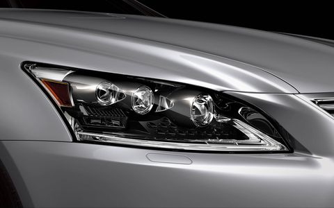 The Lexus LS460 AWD comes standard with dome lamps that use LED bulbs.