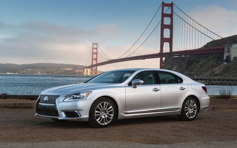 The 4.6 liter V8 engine is paired with an eight-speed automatic transmission.