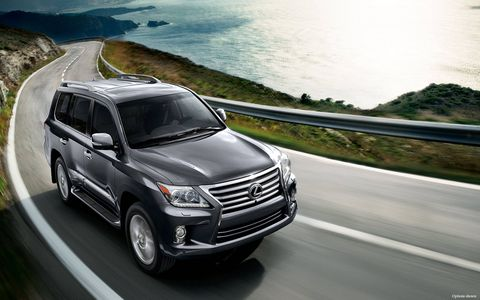 The 2015 Lexus LX 570 is one of the few models that combine sumptuous luxury with true off-road capability.