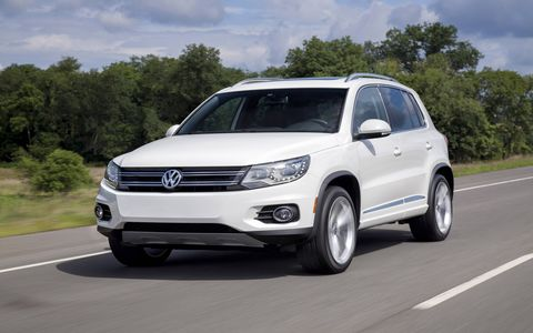 The 2014 Volkswagen Tiguan SE is equipped with a 2.0-liter turbocharged I4 mated with a six-speed automatic gearbox.