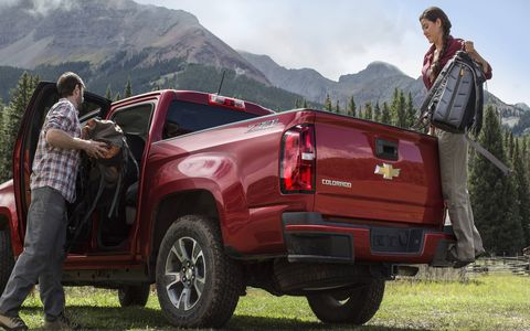 The handy corner step and grab handle from the Silverado/Sierra are on the Colorado and Canyon, too.