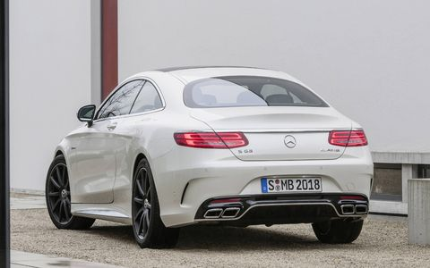 The two chromed twin tailpipes of the AMG sport exhaust system with sport flaps are perfectly integrated into the diffuser insert.