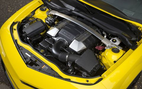 The 2015 Chevrolet Camaro 1LE 2SS Coupe come with a 6.2 liter V8 which has a rumbling, crackling exhaust.