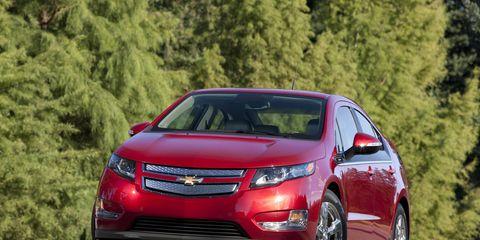 Tire, Motor vehicle, Wheel, Automotive mirror, Vehicle, Automotive design, Land vehicle, Transport, Automotive lighting, Car,