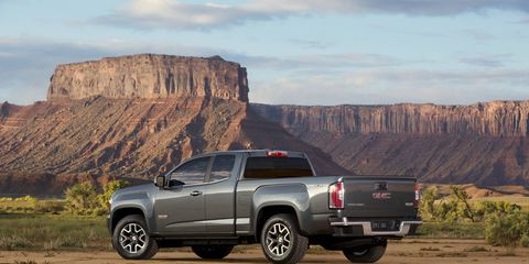 A 2.5L I-4 is standard and SAE-certified at 200 horsepower and 191 lb-ft of torque.