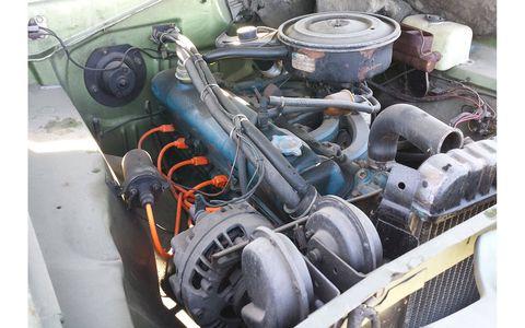 Slant-6 engine in 1972 Plymouth Valiant