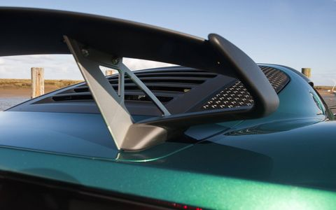 The louvered hatch area was glass on previous models of the Exige, but is replaced in the name of weight and cooling.