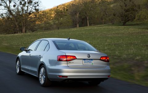 The 2015 Jetta features an updated rear design, including a new trunk lid, taillights, emblems, and bumper.