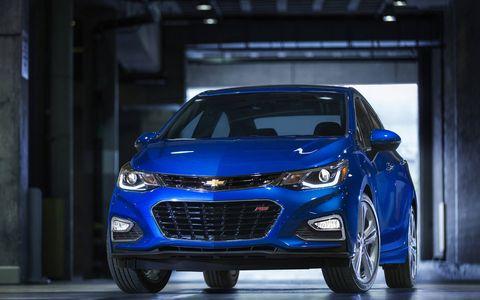 Motor vehicle, Tire, Wheel, Automotive design, Mode of transport, Vehicle, Product, Land vehicle, Automotive lighting, Car,