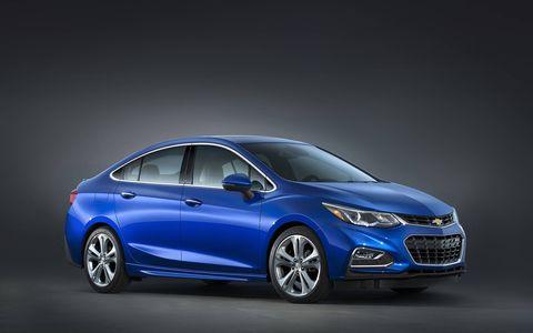 Wheel, Mode of transport, Automotive design, Transport, Vehicle, Car, Automotive mirror, Mid-size car, Grille, Automotive lighting,
