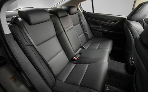 Inside the 2017 Lexus GS200t you'll find ten-way power front seats, 8-inch central control screen, power tilt-and-telescoping steering column with automatic tilt-away, Siri Eyes Free Mode and a Lexus 12-speaker, 5.1 surround sound system.