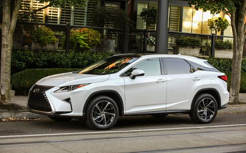 The 2017 Lexus RX350 comes with a 295-hp, 267-lb-ft V6 and an eight-speed automatic transmission.