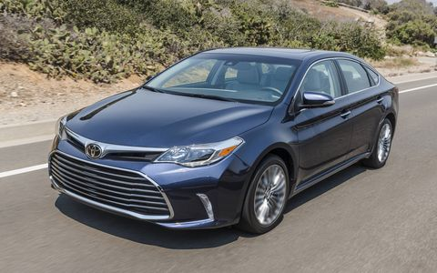The 2017 Toyota Avalon 3.5-liter, DOHC V6 with Dual VVT-i (Variable Valve Timing with intelligence) produces 268 horsepower at 6,200 rpm and 248 lb.-ft. of torque at 4,700 rpm. Teamed with a six-speed automatic transmission, the V6 impresses with both its acceleration and its EPA-rated 24 MPG combined fuel economy (21 city/30 highway).