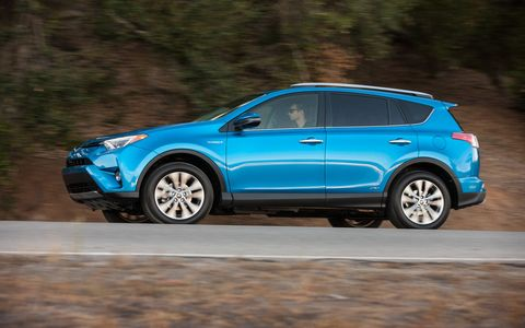 Toyota anticipates to receive EPA ratings of 34 mpg city / 31 mpg highway / 33 mpg combined for both 2016 RAV4 Hybrid models.