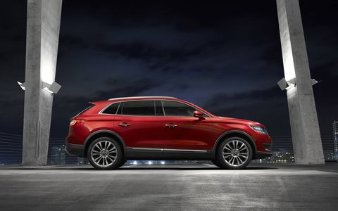 The MKX Lincoln is the available with a 2.7-liter twin-turbocharged EcoBoost V6 engine.