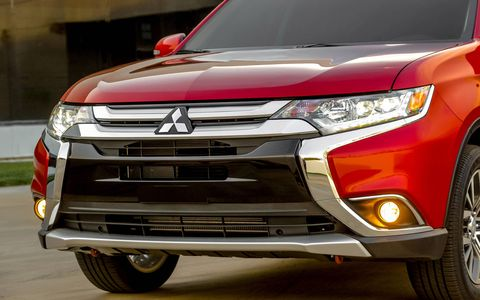 The 2016 Mitsubishi Outlander gets over 100 cosmetic and engineering improvements compared to the previous model, according to the Japanese automaker. The refreshed three-row SUV made its world debut at the 2015 New York auto show.