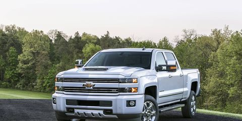 For 2017, GMC and Chevrolet 2500HD series trucks will now have a functional hood scoop.