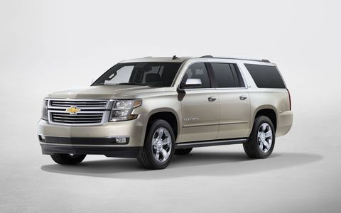 A standard 5.3-liter V8 engine with direct injection and Active Fuel Management provides 355 hp and fuel economy of 23 mpg on the highway in the 2017 Chevy Suburban.