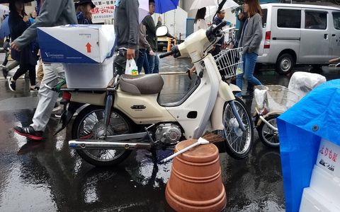 Vehicle, Motor vehicle, Mode of transport, Transport, Motorcycle, Car, Automotive wheel system, Auto part, Scooter, Street,