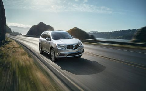 The 2017 Acura MDX offers generally good road manners, plenty of power and a comfy interior.