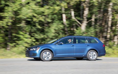 The 2017 Volkswagen Golf SportWagen features a turbocharged and direct-injection 1.8-liter gasoline unit making 170 hp, mated to either a five-speed manual or a six-speed automatic transmission.