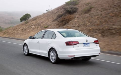 The 2017 Volkswagen Jetta 1.4T sports a 1.4-liter I4 motor producing 150 hp and 185 lb-ft.