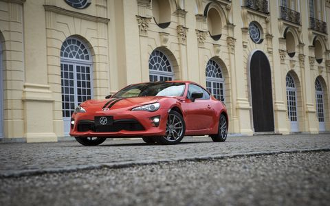 The 860 Special Edition gets exterior and interior upgrades, no powertrain changes.