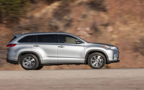 For 2017, all Highlander models receive revised front and rear styling and enhanced interior convenience and comfort.