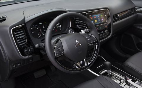 The 2017 Mitsubishi Outlander gets either a 2.4-liter I4 (ES, SE, SEL), or a 3.0-liter SOHC 24-valve V6 (GT).