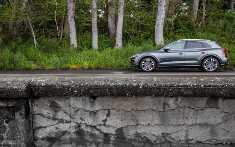 Land vehicle, Vehicle, Car, Luxury vehicle, Automotive design, Personal luxury car, Mid-size car, Sport utility vehicle, Wheel, Landscape,