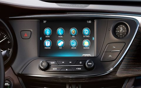 The top-level 2019 Buick Envision comes with forward collision alert, lane keep assist, a heads-up display system, navigation, wireless charging for the latest phones and more.