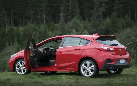 The 2018 Chevy Cruze Diesel hatch has a 1.6-liter I4 with 137 hp and 240 lb-ft of torque.