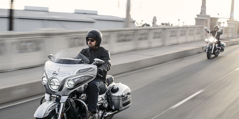The American-made 2018 Chieftain Elite is Indian's new ultra-premium bagger. The massive 111-cubic-inch V-Twin makes 119 ft-lbs of torque. That cool custom paint job is applied in Spearfish, SD.