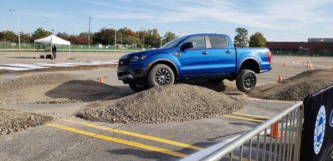 Land vehicle, Vehicle, Motor vehicle, Car, Pickup truck, Automotive tire, Tire, Transport, Truck, Road,