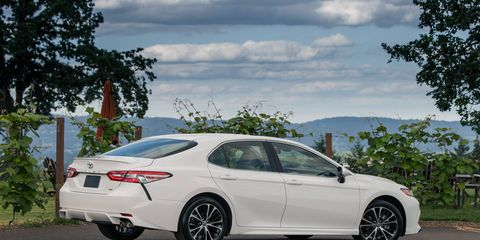 The 2018 Toyota Camry SE has a 2.5-liter I4 producing 203-hp and 184 ft-lb of torque.