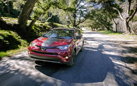 The 2018 Toyota RAV4 Adventure gets 18-inch five-spoke black alloy wheels, lower body guards and black Adventure badging.