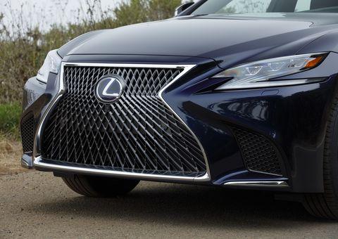 The 2019 Lexus LS 500h delivers 354 total horsepower.