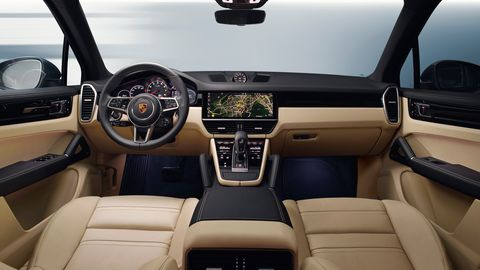 The 2019 Porsche Cayenne is offered in three outputs: 335 hp, 455 hp combined in the E-Hybrid, 434 hp in the S and 541 hp in the Cayenne Turbo.