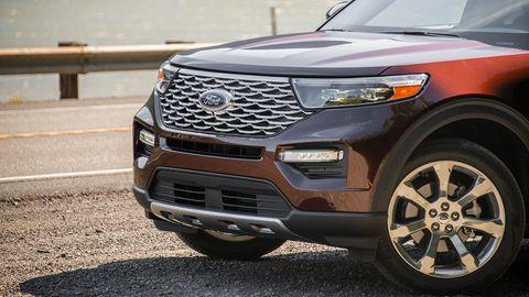 Land vehicle, Vehicle, Car, Motor vehicle, Grille, Bumper, Automotive tire, Sport utility vehicle, Automotive exterior, Tire,