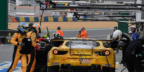 Sport venue, Race track, Pit stop, Vehicle, Sports car racing, Car, Endurance racing (motorsport), Race car, Supercar, Motorsport,