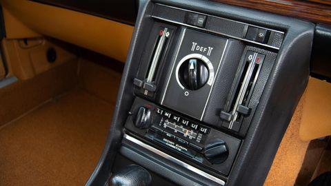 Land vehicle, Vehicle, Car, Center console, Gear shift, Luxury vehicle, Sedan,