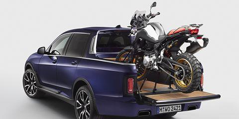 Land vehicle, Vehicle, Car, Motor vehicle, Rim, Automotive design, Full-size car, Automotive wheel system, Automotive exterior, Bumper,