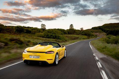 2020 Porsche 718 Spyder.Both the 718 Cayman GT4 and the 718 Spyder share a technically identical base.