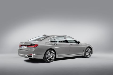 The 2020 BMW 750i xDrive in detail.