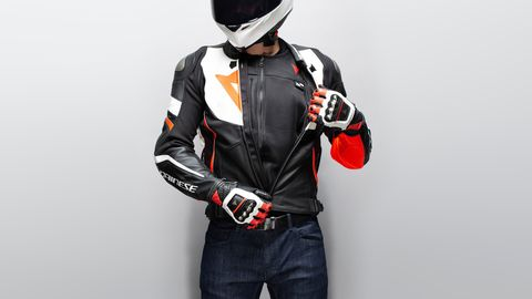 """<span style=""""font-size:11.0pt""""><span style=""""line-height:107%""""><span style=""""font-family:&quot;Calibri&quot;,sans-serif"""">The Dainese D-air Smart Jacket&nbsp;is actually not a jacket but a fully ventilated vest that can be worn underneath or even on top of any garment.</span></span></span>"""